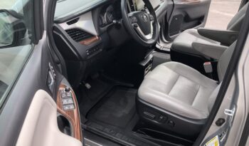 2017 Toyota Sienna Limited Premium Wheelchair Van full