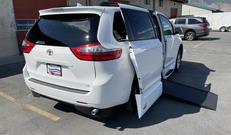 2020 Toyota Sienna LE Wheelchair Accessible Van full